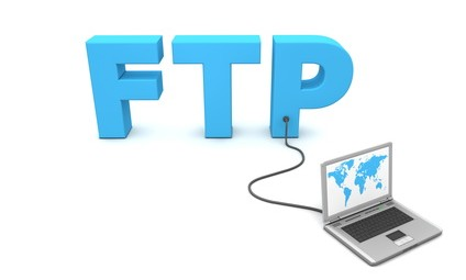 laptop with worldmap connected to the 3D word FTP